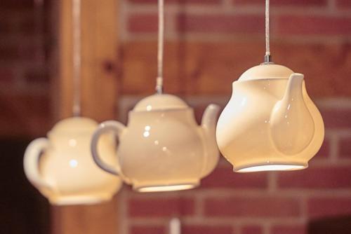 Teekanne schöne Lampe über Tresen