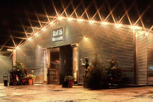 Stall 15 Gänsemarkt bei Nacht