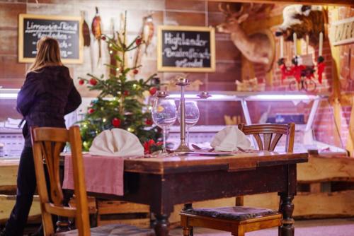 gedeckter Tisch Weinglas Highlander Wild